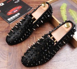Wholesale Studded Heels Pointed - Fashion Trendsetter Men's Studded Rivet Spike Loafers Homecoming Dress Shoes Italy Male Party Wedding Shoes Sapato Social