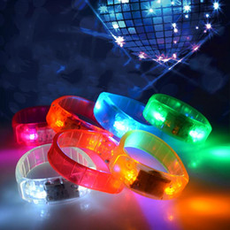Anillos brillantes online-Music Activated Sound Control Led Flashing Bracelet Light Up Bangle Wristband Club Party Bar Cheer Luminous Hand Ring Glow Stick Night Light