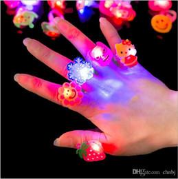 Canada Bague lumière enfants, doigt de dessin animé, fête flash électronique, bébé jouet, bébé portant des bijoux à la main, cadeaux créatifs Offre