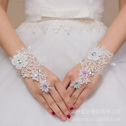 Wholesale Elegant Wedding Gloves - High Quality Ivory Fingerless Bridal Gloves Short Wrist Length Elegant Rhinestone Bridal Wedding Gloves bride glove Free Shipping