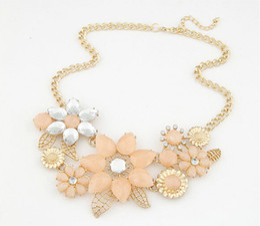 Wholesale Bright Bib Necklace - Charm Rhinestone Chokers Resin Gem Bright Flower Statement Bib Maxi Collar Choker Necklaces Pendant Gift Jewelry For Women 2016