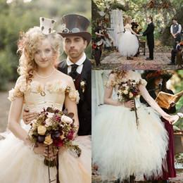 Fleurs de mariage en cascade en Ligne-Vintage période de Victoria en Angleterre robe de mariée hors de l'épaule fleurs en cascade volants petite robe de bal thé longueur robes de mariée