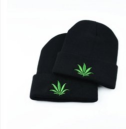 Wholesale Women Christmas Stocking - Couples Winter Cap For Women Beanies Embroidery Leaf Hip Hop Beanie Knit Hat For Men Stocking Hat Warm Couples Cap