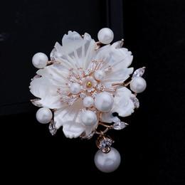 Al por mayor-Impresionante Mirada Blanca Madre de Perla Flor Broches CZ Marquise Rose chapado en oro Pistil ciruela flor Floral Pins Vintage Jewelry desde fabricantes