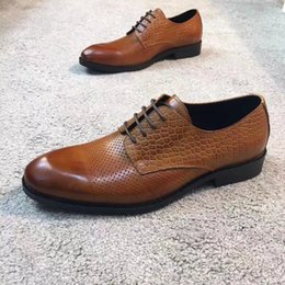 Wholesale Top Italian Shoes For Men - Men Top Quality dress shoes fashion Italian luxury casual mens shoes genuine leather black brown buckle design flats for men business
