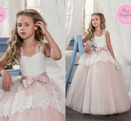 Wholesale Sweetheart Wedding Dres - 2017 Vintage Blush Ball Gowns Communion Flower Girl Dresses Beaded Lace Appliques Bow Sash Tulle Floor Length Kids Pageant Party Dres