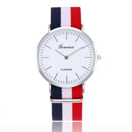 Женва смотрит на полосы женщин онлайн-Мода мужчины наручные часы многоцветный Женева часы полоса ткань Холст нейлон ремешок ультра тонкий мужчина женщина унисекс кварцевые часы Спорт наручные часы