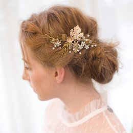 Wholesale Cheap Glasses Stones - 2017 Fashionable Crystal Hair Pieces With Combs Beaded Bridal Hair Flower Cheap tiara Bridal Accessories Headpieces Fast Shipping