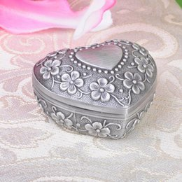 Wholesale Love Hearts Bedding - Alloy Retro Jewelry Box Love Heart Engravable Treasure Chest Perfect Gift Classical European Floral Engraving Jewelry Box F20171591