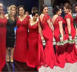 5e290840c7 Vestidos de dama de honor de encaje rojo de tamaño más modesto vestidos de  dama de honor de sirena de cuello en V sin espalda niña de vestidos de  honor de ...