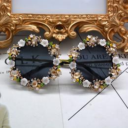 Солнцезащитные очки для корабля онлайн-Новый Ретро Винтажные Солнцезащитные Очки Металлический Цветок Барокко Солнцезащитные Очки Кристалл Горный Хрусталь Круглые Солнцезащитные Очки Роскошные Солнечный Пляж Очки Бесплатная Доставка
