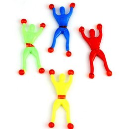 2017 Nova Criativa Escalada Homem-Aranha Mágica Pegajosa Parede de Escalada Pessoas Crianças Meninos Meninas Brinquedos Clássicos Favores Do Partido de Aniversário Presente de Fornecedores de mulheres usando pulseira