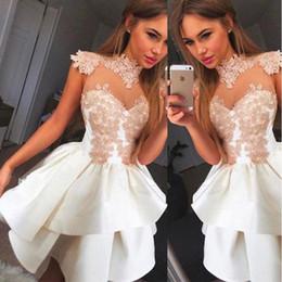 Mini saias de cetim branco on-line-2018 Little White Cocktail Dresses High Neck vestido de Baile Camadas Plissado Saias De Cetim Com Applique Bead Curto Homecoming Vestidos Para Festa BA7206