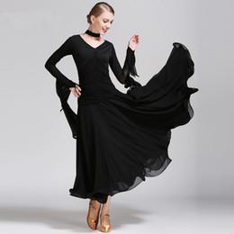 Robe de danse blanche et noire pour adultes / fille de danse de salon, valse moderne, robe de danse standard, compétition de danse sexy, col en V, élégante robe à manches longues ? partir de fabricateur