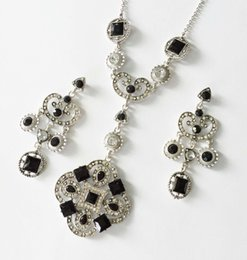 Wholesale Filigree Engagement - New Square Multi Stone Necklace & Earrings Set Relief Metal Jewelry Geometrical Necklace With Earrings Filigree Floral Casted Jewelry Set