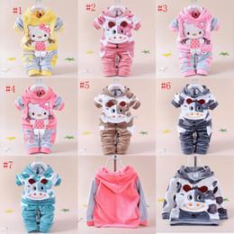 8ae500608e3 2017 outono crianças dos desenhos animados outfits meninos meninas com  capuz de mangas compridas top + calças 2 pçs   set bebê kitty vaquinha  ternos c2215 ...