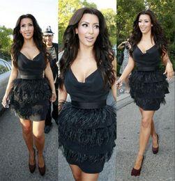 Kim kardashian vestido de penas on-line-Kim Kardashian Pena De Avestruz Preto Vestidos De Cocktail Curto Sexy Vestidos de Festa À Noite Olho De Travamento V Profundo Pescoço Vestidos de Celebridades