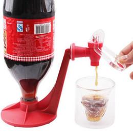 безалкогольные напитки Скидка 1PC Coke перевернутый питьевой Creative Home Bar Coke Fizzy Soda Мягкий напиток для хранения Dispense Dispenser Faucet Red