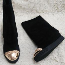 2019 tacones ocultos de cuña alta Botas de invierno de gamuza Gamuza Cadenas de dedo del pie de metal Cuñas de tacón oculto Zapatos de tacón altos Mujeres Botas altas de rodilla Zapatos de plataforma Mujer tacones ocultos de cuña alta baratos