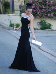 Vestido de fiesta de trompeta detallada online-2018 trompeta / sirena sin espalda escote redondo seda como el satén con detalles de cristal azul marino oscuro vestido de fiesta