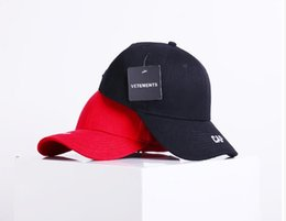 Wholesale Baseball Clothing For Men - 2017 New Baseball Hat VETEMENTS Flat Along The Snapback Cap Acrylic Gorras Planas Clothing And Accessories For Men And Women