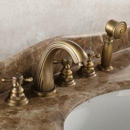 Torneiras de banheira de bronze on-line-O Envio gratuito de Luxo Antigo Cachoeira torneira da banheira torneira do banheiro banheira misturadores torneiras com mão 5 peças set Bathub bacia torneira