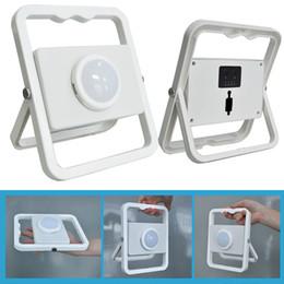 Projectores exteriores on-line-2017 Melhor 10 W holofote portátil Levou Luz de inundação Recarregável IP65 branco Para fora lâmpada de Acampamento com 5 V