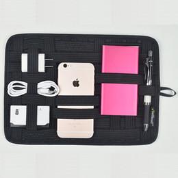 Путешествия портативный резинка держатель цифровой хранения организатор пластины сетки упаковка получить мешок для небольших гаджетов iPad мобильный телефон камеры MP3 cheap mp3 plate от Поставщики mp3 плита