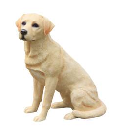 Artigianale artigianale online-Labrador Retriever Dog Figurine Intagliato A Mano Artigianato in resina cane statua animale artigianato d'arte decorazione della casa ornamenti per bambini regali