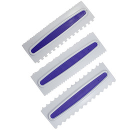 glaseado de fondant Rebajas Cream Scraper Icing Comb Plastic Fondant Spatulas 3 Estilos Purple Cake Raspador Hornear Decorar Utensilios de cocina