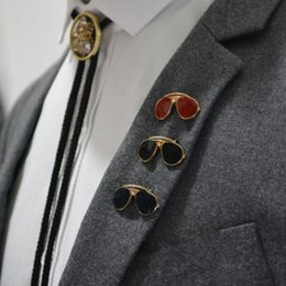 Wholesale collar pin men - Wholesale- 2016 Gold Plated Exquisite mini Sunglasses men brooches pin Metal Brooch Pin Lapel Pin Men badge collar Vintage Brooches 1 piece