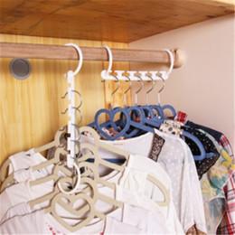 Guardarropa de ropa de plástico online-Perchero de varias plantas Cinco estante apilable de plástico Bandas de ropa a prueba de viento Perchas Dring Hangers Ganchos dobles Armario 1 2tb D R