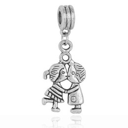 Wholesale Boy Kissing Girl - Wholesale 20pcs lot Tibet Silver Lovely Boy & Girl Kiss Design Alloy metal Dangle DIY Charms fit European Bracelet & Necklace Low Price