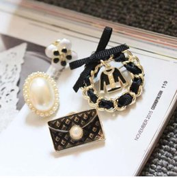 Wholesale Vintage Sweaters For Women - Number 5 pearl Brooch Pins Broach For Women Sweater Dress vintage Famous Luxury Brand Designer Jewelry