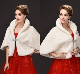 Wholesale Ivory Faux Fur Wedding Shawl - Free Size Ivory Bridal Wraps Faux Fur Fall Winter Wedding Coats High Quality Cheap In Stock Wedding Accessories CPA971