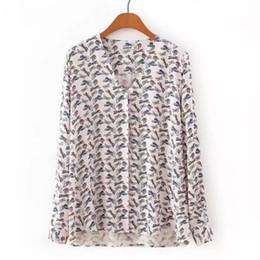 Blusa suelta de mariposa online-2017 mujeres de la moda de impresión de la mariposa camisas con cuello en v blusas de manga larga casual tops sueltos femme chemise blusas