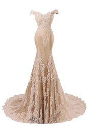 Wholesale Nude Sexy Women Photo - 2017 Sexy Applique Beaded Evening Gowns Mermaid Gold Lace Prom Dresses Long Women Formal Gown V Neck Sexy Long Homecoming Dress Custom Made