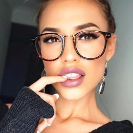 Nerd brille klare linsen online-Großhandel- Niet Frauen optische Gläser Rahmen Designer Brillenfassungen Frauen transparent Gläser Classic Retro Clear Lens Nerd Frames oculos