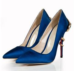 Nuevo color azul oscuro, puntiagudo, serpiente superficial con tacones altos, Sha Sha, moda, zapatos para banquetes, zapatos de metal y moda, envío gratis de DHL desde fabricantes