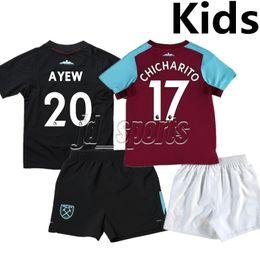 Wholesale Premier League Football Shirts - 2017-18 West Ham United Kids Kit Chicharito Ayew Noble Arnautovic Futbol Camisa Soccer Jersey Football Camiseta Shirt Maillot Premier League