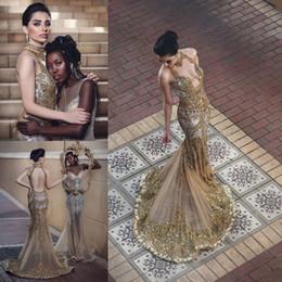 2019 meilleures robes de bal de sirène d'or Robes de sirène en perles dorées de soirée porter dos nu cou cristaux dos nu robe formelle Applique Tulle balayage train longues robes de bal paillettes