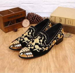 Wholesale Metallic Men Loafers - 2017 Luxury New Embroidered Man Shoes Slip On Gold Metallic Mens Loafers Leather Wedding Shoes Flat Men Loafers Boats Shoes Casual Shoe