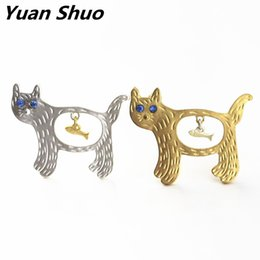 Wholesale South Korea Cat - New fashion lovely golden cat silver brooch cats eat fish Japan and South Korea wholesale collar pin badge 2016 free shipping