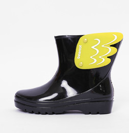 Wholesale Girls Water Shoes - Koovan Children Rain Boots 2017 Children's Mid Cut Kids Fashion Baby Girls Boys Water Shoes Cartorn Wing Fly Rubber Boots Light Wings