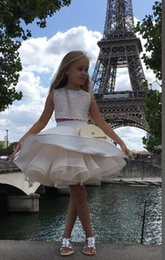 Wholesale New Beautiful Girls - New Coming Two Pieces Ball Gown Short Lace Appliques Cute Beautiful Wedding Dresses Flower Girl Dress