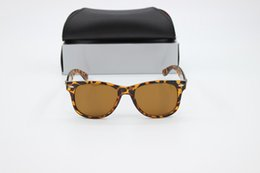 fashion sunglasses Canada - 2017 fashion high-end men and women new influx of people sunglasses elegant Europe and the United States Colorful sunshade driving retro lei