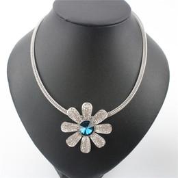 2019 blaue halskette für hochzeit Mode Halskette Aussage Halsketten Blau Kristall Blume Anhänger Halsreifen Halskette Kurze Halskette Hochzeit Schmuck Für Frauen rabatt blaue halskette für hochzeit