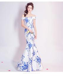 Deutschland 2019 schulterfrei weiß blau floral Meerjungfrau Kleider Fabrik Trompetenkleid für Hochzeit / Party / Bankett cheap off white trumpet wedding dresses Versorgung