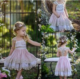 Wholesale Cotton Christening Gowns For Girls - Country Lace Applique Flower Girl Dresses Tiered Girls Dress For Wedding Cotton Communion Gowns With Bow