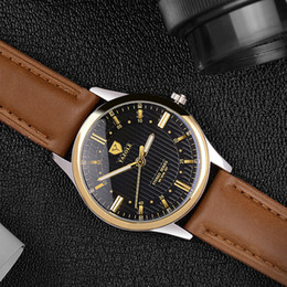 Wholesale Water Resistant Battery Case - The new style men's business watch is a gold case with a leather belt waterproof watch
